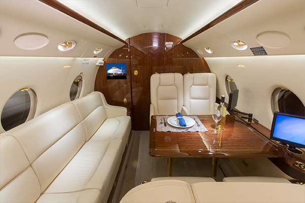 Multiflight-Services-Charter-Jet-G200-Sofa